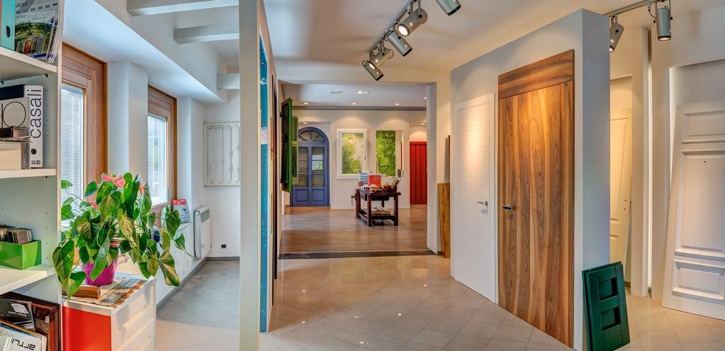 Calastrucci serramenti finestre porte blindati basculanti scale e infissi - Showroom porte e finestre ...