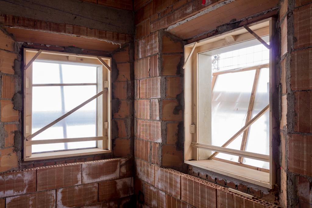 Montaggio di una finestra in classe a calastrucci falegnameria artigianale - Costruire una finestra ...